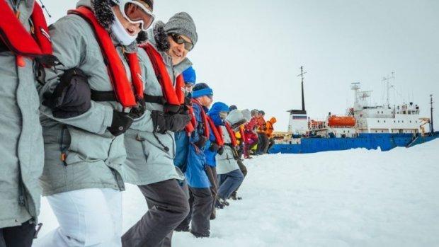 Comienza evacuación del barco ruso atrapado en hielo antártico