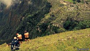 Topp Jared y Liam Timothy fueron retenidos por la policía de Perú por tomarse estas fotos.
