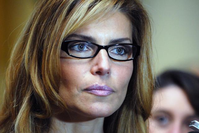 Andrea Molina presenta denuncia ante el CNTV contra Mega, canal de su ex marido
