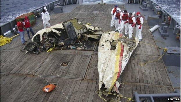 Buzos recuperaron la avioneta frente a las costas de Venezuela.