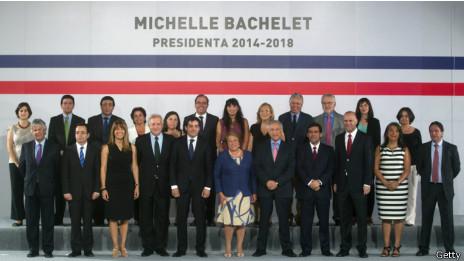 Bachelet nombró a un exministro de Hacienda como nuevo encargado de la cartera de Educación.