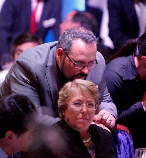 """Hijo de Michelle Bachelet asume funciones de """"Primera Dama"""""""