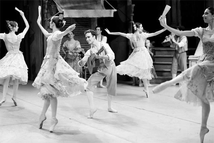 Fotorreportaje: El Teatro Municipal, pasión en los ensayos y magia detrás del escenario