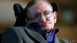 El científico británico dice haber ganado una apuesta con el hallazgo de las ondas gravitacionales.