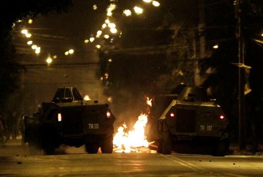 Barricadas, tiroteos y un policía herido en la jornada del