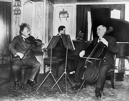 """""""Puedo ver mi vida en términos de música y de ella saco gran parte de mi alegría."""" Dijo Albert Einstein respecto a su segunda pasión"""