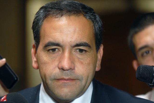 Caída de Puente Cancura: Diputado Espinoza acusó a intendente de Los Lagos de