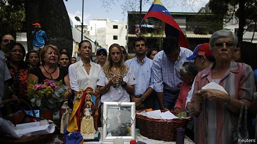 Lilian Tintori, esposa de Leopoldo López, estuvo presente en una protesta en el este de Caracas.