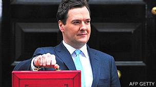 George Osborne, ministro de Economía, presentará el nuevo presupuesto con el tradicional maletín rojo esta semana.