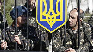 Las fuerzas ucranianas en Crimea fueron bloqueadas en sus bases por tropas prorrusas.