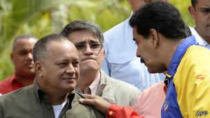 Maduro llamó a levantar las barricadas de las calles.