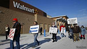 En los últimos meses Walmart ha estado en el centro de la polémica por las protestas de sus empleados por sus bajos sueldos.