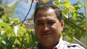 """""""Hay empresas en Chile que compran cartón, aluminio y plástico, pero el costo de envío es tan alto que uno termina pagándole a ellos en lugar de que ellos nos paguen a nosotros"""" (Pedro Edmunds, alcalde de Isla de Pascua)."""