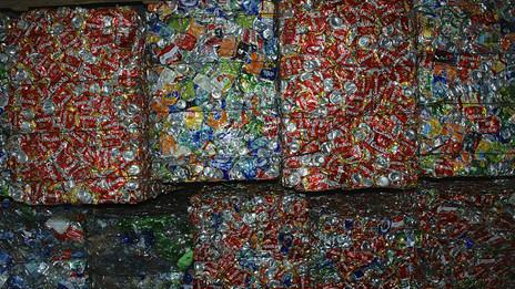 La isla produce 20 toneladas de basura al día.