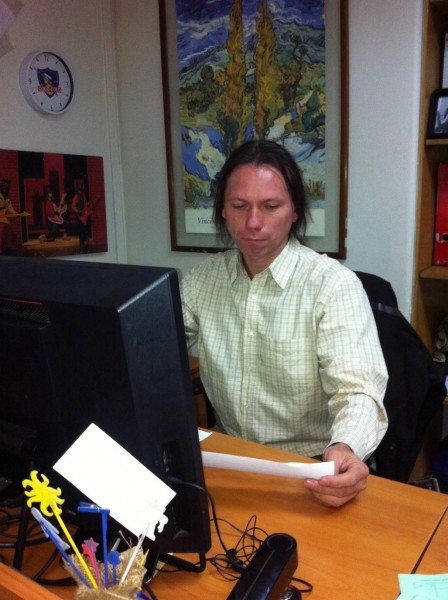 Yanko Tolic en su habitual lugar de trabajo