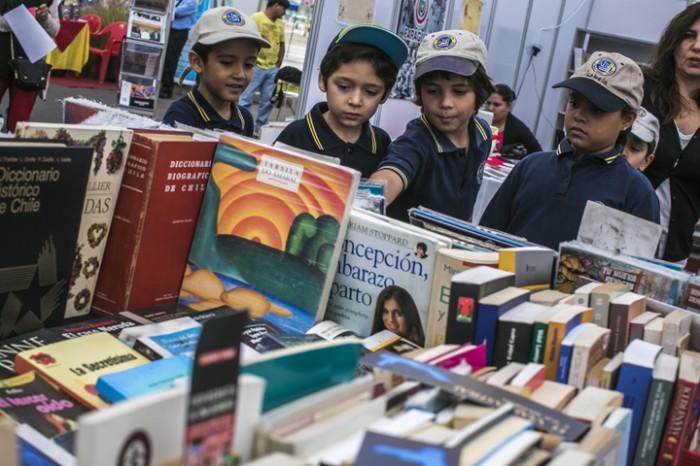 Carnaval de los colores: La fiesta multicultural con que la Feria del Libro de Antofagasta celebra el Día del Trabajo