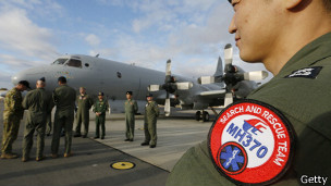 Diez aviones se encuentran operando sobre el Océano Índico en busca del MH370.