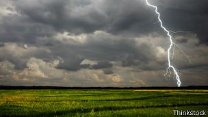 Evitar los descampados durante una tormenta eléctrica es un buen cosejo.