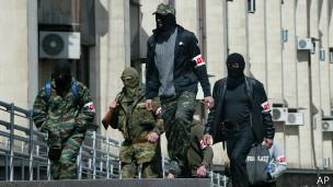 Mientras los militantes estén armados no se puede realizar un referendo, insiste Kiev.