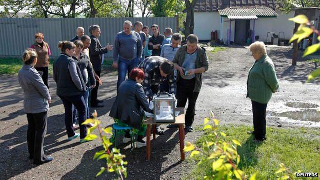 En zonas rurales se instalaron urnas portátiles.