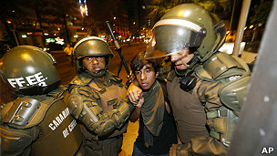 Los mapuches denuncian el uso de una severa Ley Antiterrorista en su contra.