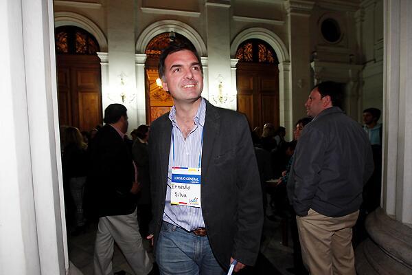 Silva asume presidencia de la UDI en medio de cuestionamientos a su liderazgo
