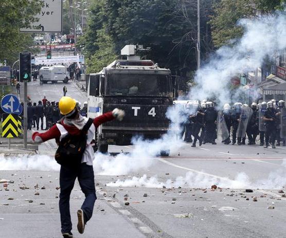 Al menos 58 heridos y 139 detenidos en choques de Primero de Mayo en Turquía