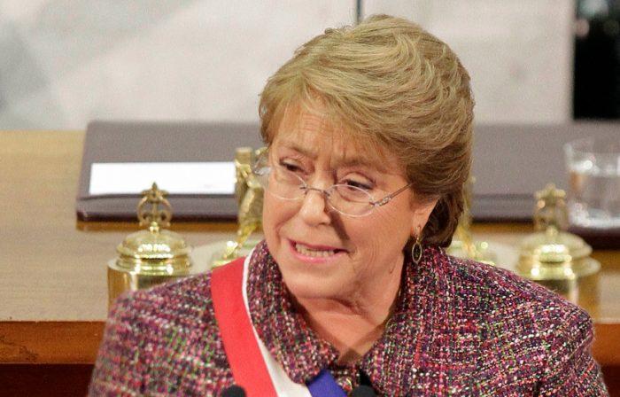 Bachelet hace guiño a movimiento estudiantil e instala agenda corta ante nuevas demandas