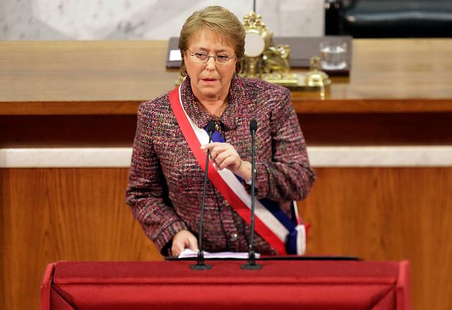 Bachelet asegura que reforma tributaria no afectará
