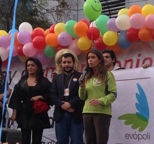 Evópoli se muestra a favor de legislar por matrimonio igualitario durante marcha en Santiago