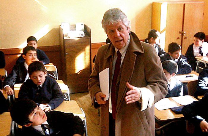 Mineduc promete inyectar recursos para enfrentar déficit en colegios públicos