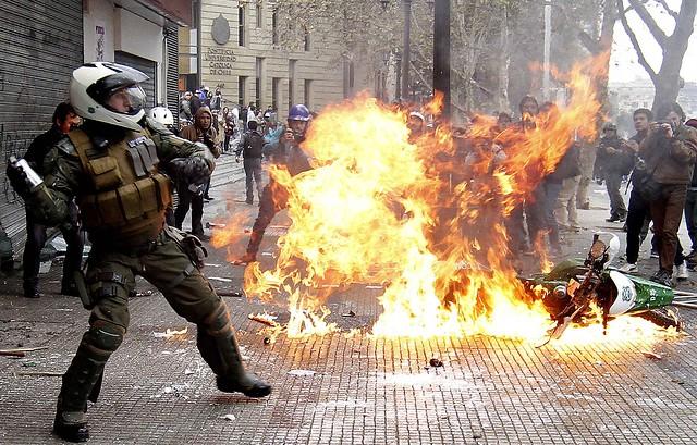Intendencia se querella por ataques a carabineros y desórdenes públicos el 1 de mayo
