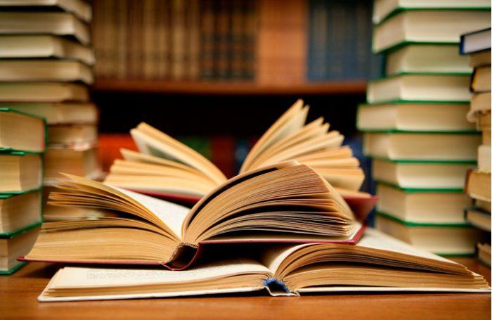 Ya lo sabemos, cierto. Pero ¿por qué los libros son tan caros en Chile?