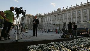 Los medios ya se encuentran en las inmediaciones del Palacio Real, donde se llevará a cabo una recepción para más de 2.000 invitados.