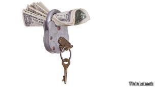 Hay que sumar y restar antes de decidir si vale la pena tomar el dinero prestado.