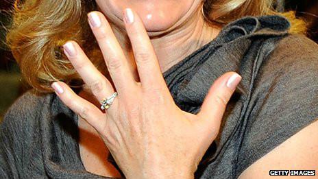 El anillo de compromiso de Tiffany & Co podría perder exclusividad.