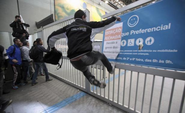 Huelga del metro en Sao Paulo provoca embotellamientos e incidentes