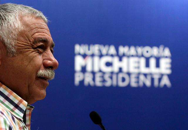 Bachelet le inventa puesto a Caszely y lo nombra