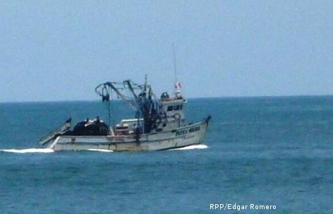 Choque de dos embarcaciones pesqueras deja nueve muertos y tres heridos en Perú