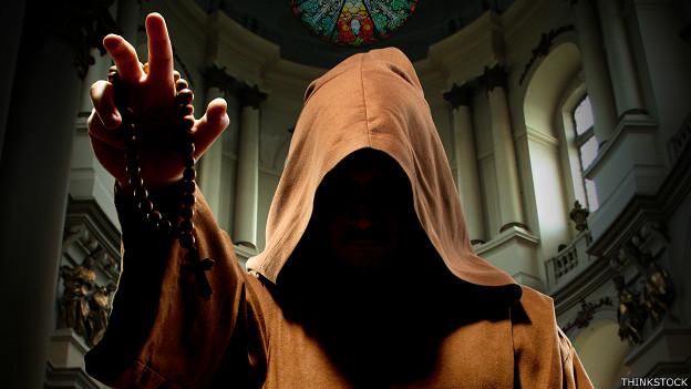 Los monjes que robaban los vestidos de los muertos