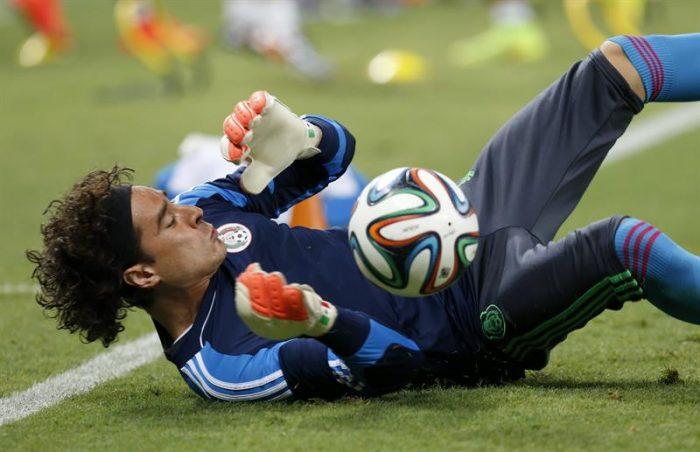 México consigue empate sin goles con Brasil con gran actuación de su arquero