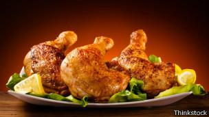 Para evitar el contagio de la bacteria campylobacter, el pollo debe estar bien cocido.