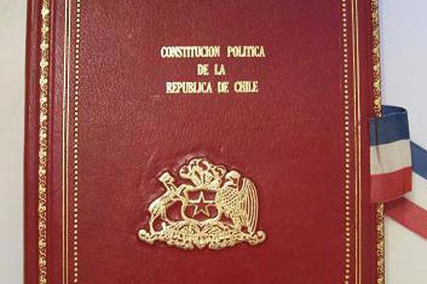 Una Constitución mínima para una democracia máxima