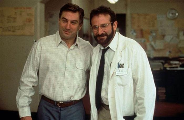 Despertares. Filme que reúne a dos gigantes del cine. En papel del médico que Malcolm Sayer -Willimans- logra que uno de sus pacientes, Leonard Lowe (Robert De Niro) despierte de su mundo.