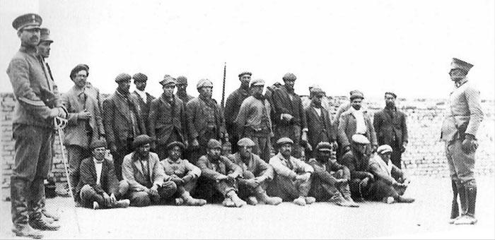 Jornaleros chilenos tomados presos por el Ejército argentino en las huelgas de 1921