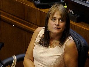 Movilh acusa a senadora Van Rysselberghe de