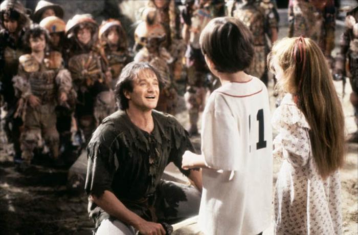 Peter Pan (Hook en inglés). Fue parte del mundo mágico animado que trascendió a la pantalla del cine, donde se caracterizó con el papel de Peter Pan. Luchó con el Capitán Garfio (Dustin Hoffman), fue al País de Nunca Jamás y vivió innumerables aventuras con Campanilla (Julia Roberts) y los niños perdidos.