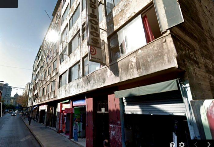 Fatal accidente en el centro de Santiago: entró a ascensor que no había llegado y cayó desde el 8°piso