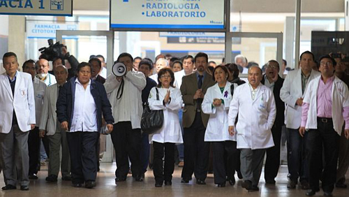 ¿Por qué faltan médicos en Chile?