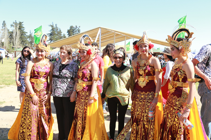 Bailarinas Indonesia con púlico